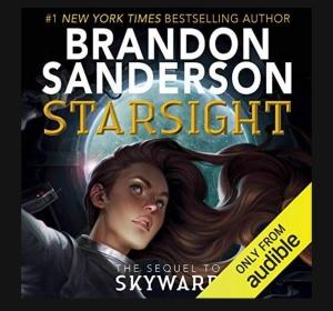 ST: Ei ung jente med brunt hår sees i froksperspektiv. Hun ser ut i lufta med et usikkert blikk. Over henne er det et rundt glass som du ser stjerner gjennom. Boklover: Starsight, Brandon Sanderson.
