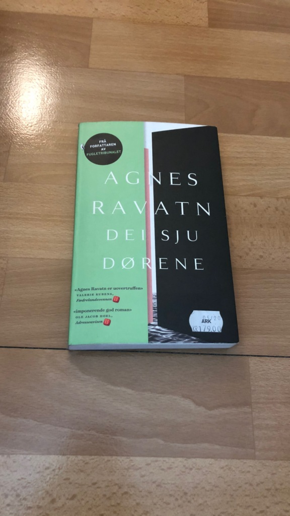 Bokcover: Dei sju dørene - Agnes Ravatn
